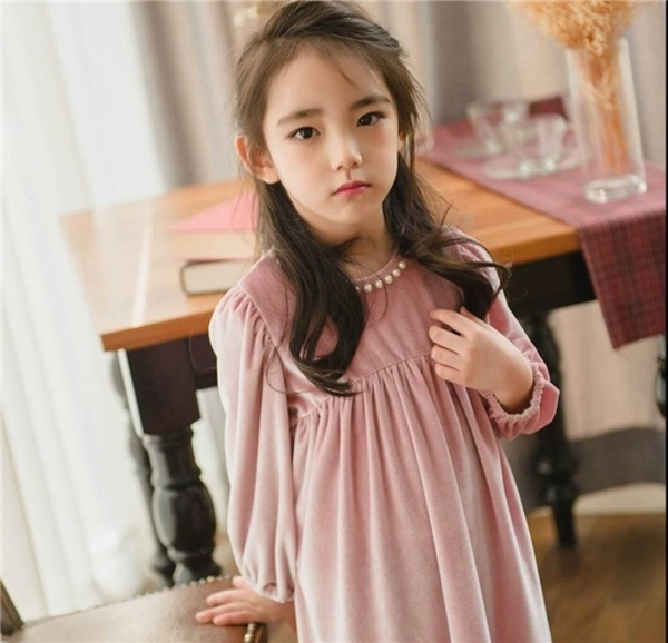 Ngắm vẻ đẹp thiên thần của cô bé 6 tuổi được khen xinh nhất thế giới