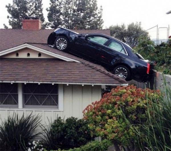 Khi siêu nhân trổ tài lái xe.