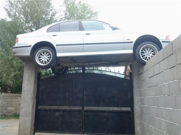 Cần lắm chủ nhân lái chiếc xe tội nghiệp này.
