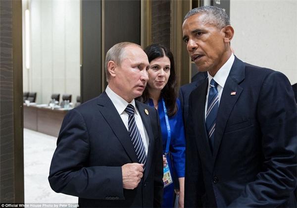 Hai vị Tổng thống Nga – Mỹ trò chuyện tại hội nghị thượng đỉnh G20 ở Hàng Châu, Trung Quốc.