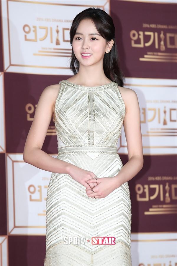 Sao nhí Kim So Hyun xuất hiện rạng rỡ với nụ cười tỏa nắng và vẻ đẹp không tì vết