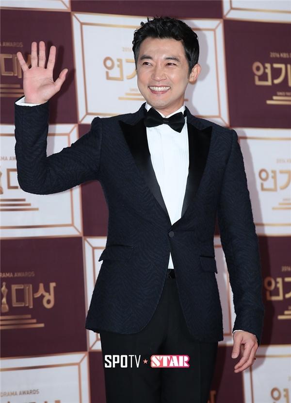 Nam tài tử Ahn Jae Wook vẫn phong độ như ngày nào dù đã ở tuổi tứ tuần