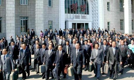 Người lao động Hàn Quốc tự giữ mình lại nơi làm việc rất trễ bởi đó là cách họ thể hiện sự chăm chỉ, hi sinh bản thân cho công việc với cấp trên. (Ảnh minh họa - Nguồn: Internet)