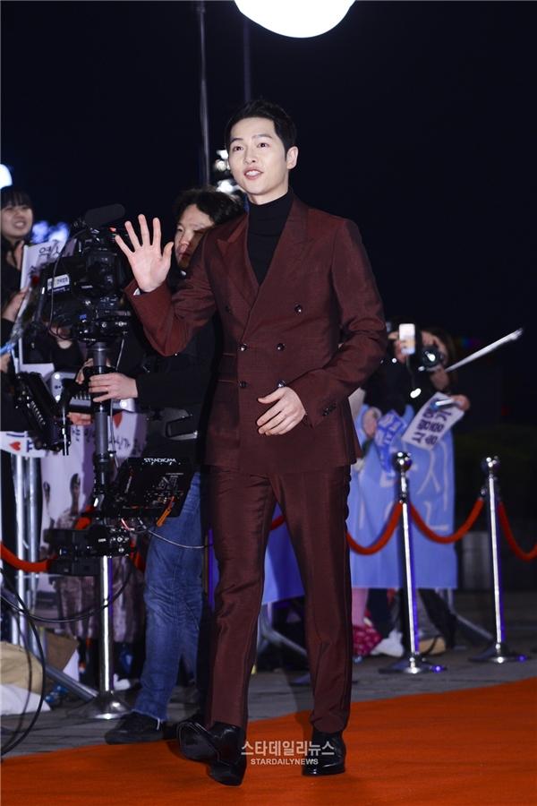 Lóa mắt trước sự xuất hiện lộng lẫy của Song Joong Ki và Song Hye Kyo