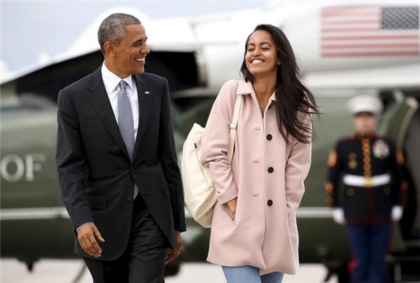 Con gái lớn của Obama sẽ nhập học Harvard vào mùa thu năm sau, với mức học phí ở vào khoảng từ 43.200 - 60.000 USD (từ 983 triệu - 1,3 tỷ VNĐ).