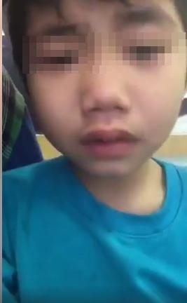 Vợ livestream khóc nấc vì gửi con về nhà chồng cũ và bị đuổi ra đường