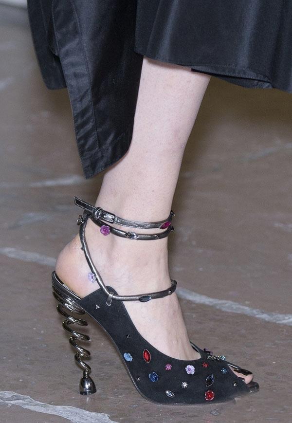Đón năm mới bằng loạt giày có thiết kế độc nhất vô nhị