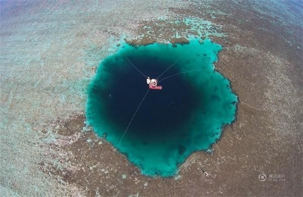 Hố nước sâu nhất thế giới có độ sâu 300m.