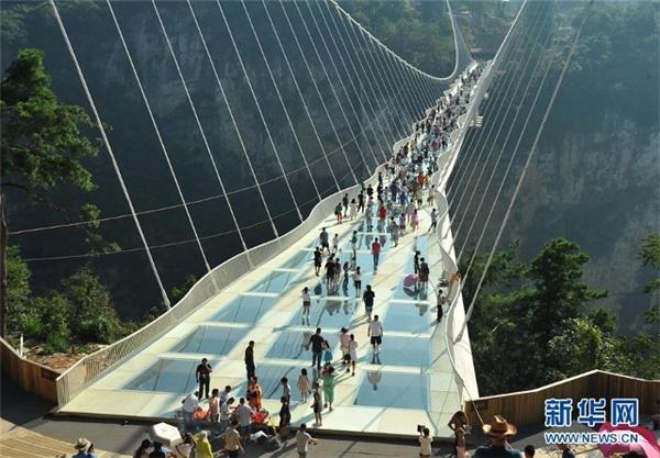 Cây cầu làm bằng kiếng cao và dài nhất thế giới.