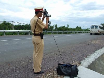 CSGT sẽ tổ chức bắn tốc độ để xử phạt phương tiện chạy quá tốc độ. (Ảnh: internet)