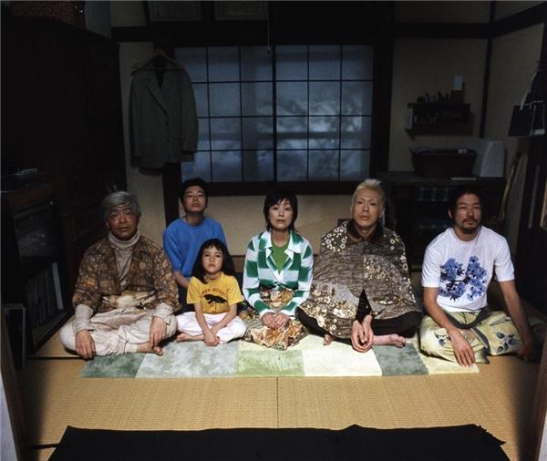 Bộ phim xoay quanh câu chuyện về gia đình Haruno sống ở một vùng nông thôn ngoại thành Tokyo.