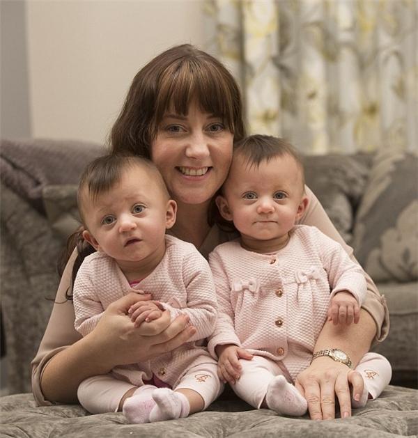 Sau 1 năm, các bé đã phát triển khỏe mạnh với cân nặng trên 6kg.