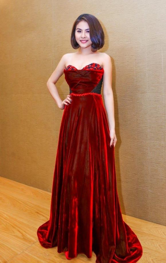 Vân Trang gợi cảm, điệu đà với thiết kế phom xòe, cúp ngực của nhà thiết kế Hoàng Hải.