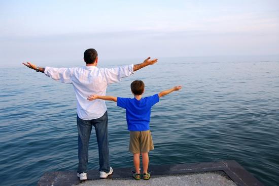 """""""Con hiểu rằng cha đang tìm cách để khích lệ con. Chỉ cần động não việc gì cũng có thể làm được"""" – cậu bé nhẹ nhàng nói."""