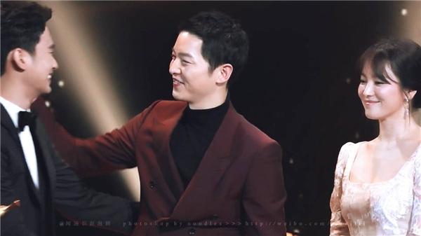 """Song Joong Ki chứng tỏ nhân cách tốt đẹp """"hết chỗ chê"""" chỉ trong 1 đêm"""