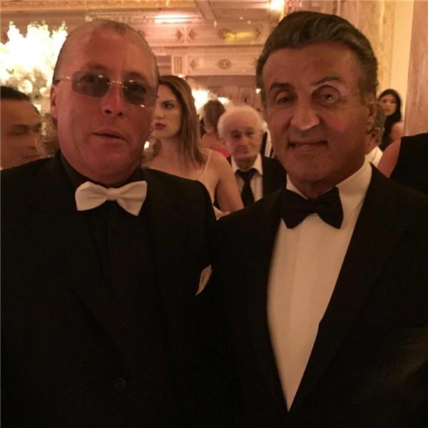 Đến 9g20 thì ngôi sao điện ảnh Sylvester Stallone xuất hiện.