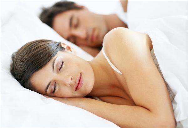 """Một giấc ngủ chất lượng giúp bạn tăng khả năng """"chuyện ấy"""". (Ảnh: Internet)"""