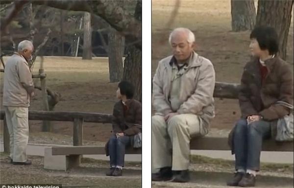Hai ông bà gặp nhau ở công viên, nơi lần đầu họ hẹn hò.