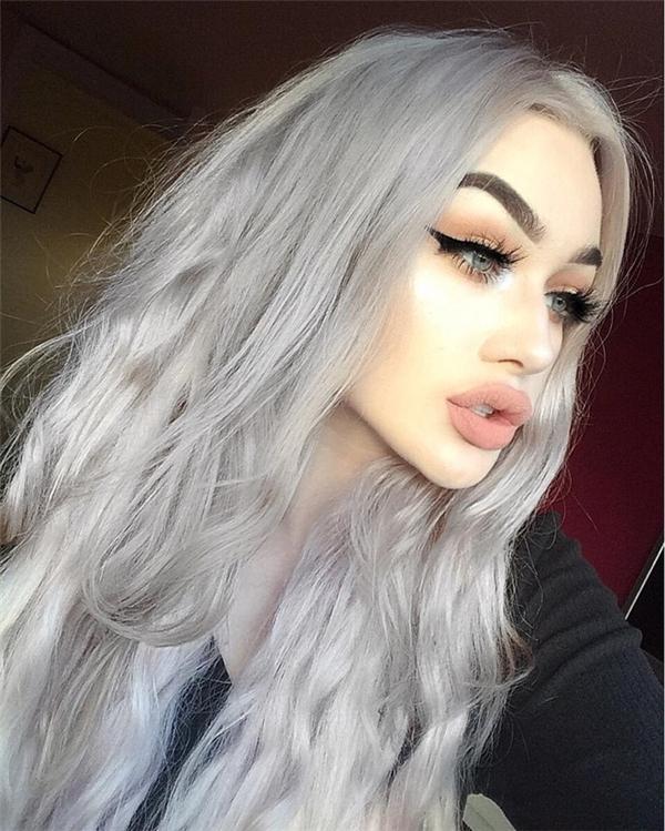 Cô nàng 15 tuổi nổi tiếng với đôi môi dày gợi cảm.