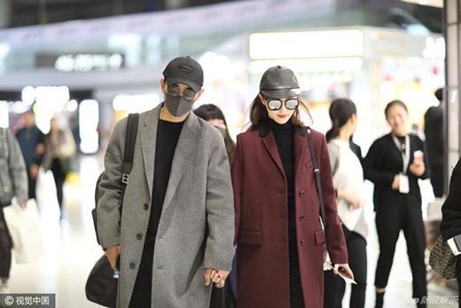 Đường Yên - La Tấn tay trong tay xuất hiện tại sân bay Hồng Kiều (Thượng Hải).