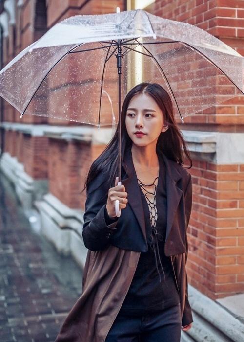 Từ đó, hình ảnh của Trần Tử được lan truyền với số người theo dõi, yêu thích cô nàng trên mạng xã hội tăng đột biến.
