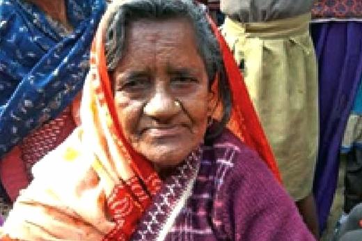 """Bà lão 82 tuổi gây sốc trên tờ báo Times of India về câu chuyện """"trở về từ cõi chết"""" của mình."""