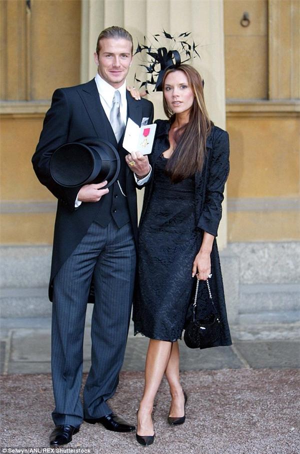 Vic cũng sẽ tiếp bước chồng đứng trong hàng ngũ những nhân vật được Nữ hoàng anh trao tặng Huân chương OBE.