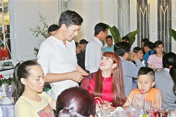 Đoàn Thanh Tài mở tiệc hoành tráng mừng ngôi nhà 6 tỷ vừa tậu - Tin sao Viet - Tin tuc sao Viet - Scandal sao Viet - Tin tuc cua Sao - Tin cua Sao