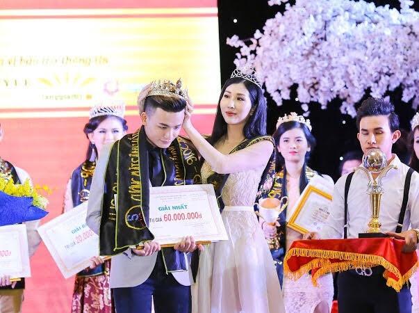 Hoa hậu điện ảnh Đặng Thanh Mai rạng rỡ trên ghế giám khảo