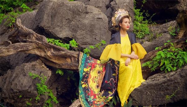 MV Bánh trôi nước của Hoàng Thùy Linh khiến khán giả thỏa mãn phần nghe lẫn phần nhìn. Tuy nhiên, trang phục của nữ ca sĩ không thể phân định được đang thuộctriều đại và khoảng thời gian nào tronglịch sử.