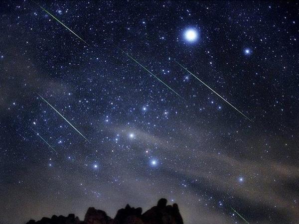 Một trậnmưa sao băngQuadrantids từng được ghi nhận. (Ảnh:Earthsky)