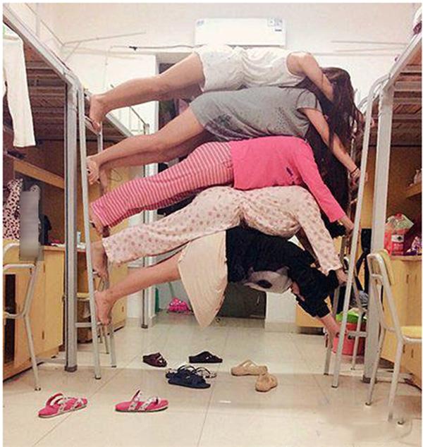 Cẩn thận kẻo sập giường nha các nàng.