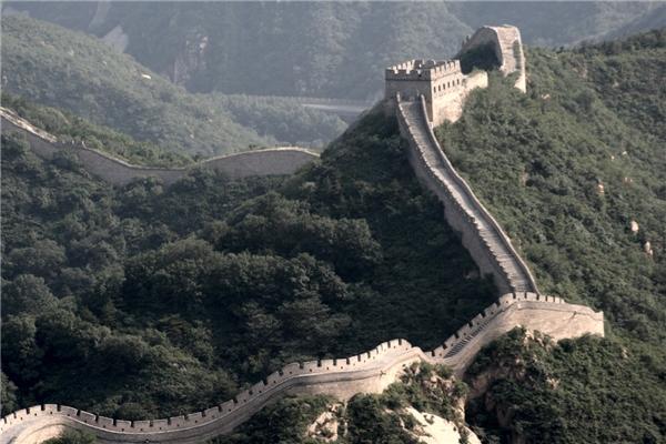 Tần Thủy Hoàng là người khởi công xây dựng Trường Thànhvà được tiếp tục xây dựng ở những triều đại tiếp theo. Quá trình xây dựngkết thúc vào đời nhà Minh. (Ảnh: internet)
