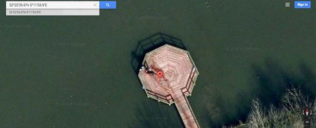 Phải chăng Google vừa bắt gặp được cảnh một tên sát nhân đang kéo lê xác nạn nhân đi phi tang?