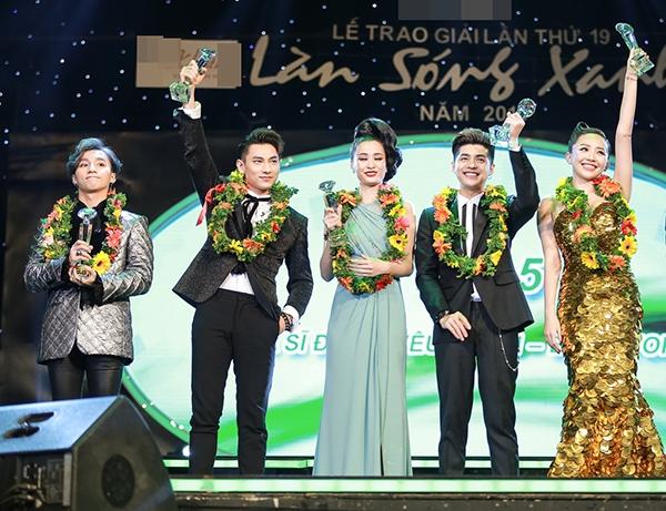 """Fans điên đảo khi Sơn Tùng mang """"ngai vàng"""" khuấy động sân khấu - Tin sao Viet - Tin tuc sao Viet - Scandal sao Viet - Tin tuc cua Sao - Tin cua Sao"""