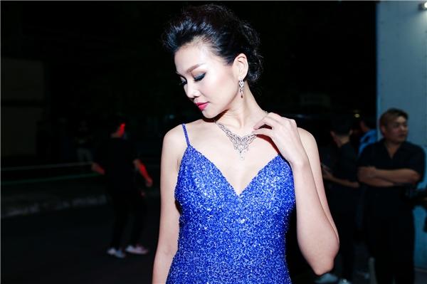 Thanh Hằng diện váy khoét sâu, khoe trang sức kim cương tiền tỷ - Tin sao Viet - Tin tuc sao Viet - Scandal sao Viet - Tin tuc cua Sao - Tin cua Sao