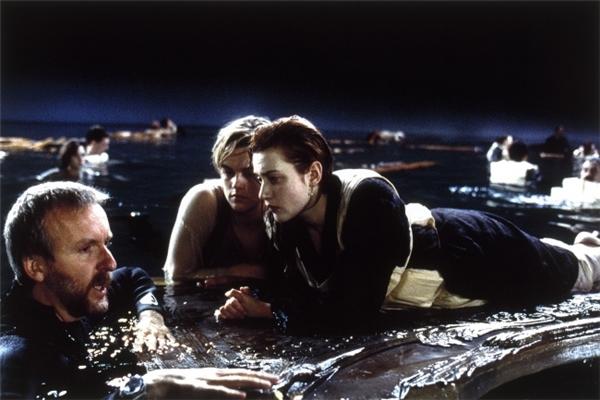 Trong cảnh ngâm mình dưới nước, Kate không chịu mặc thêm một bộ đồ da lót bên trong nên cuối cùng bị viêm phổi.