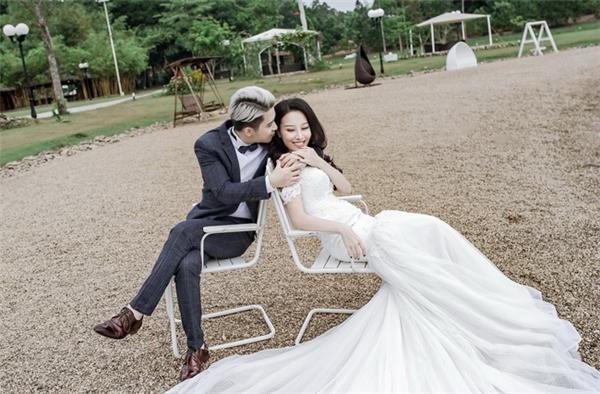 Ảnh cưới của cặp đôi được thực hiện bởi nhiếp ảnh gia TuArts.