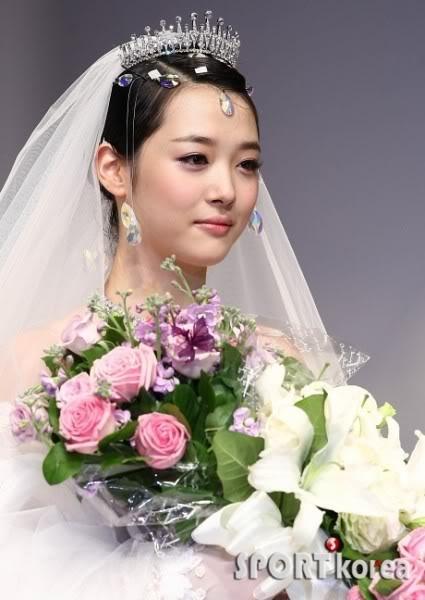 Sôi sục vì bằng chứng kết hôn của Sulli và Choiza