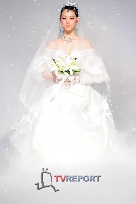 Cô nàng vô cùng xinh đẹp trong các concept váy cưới.