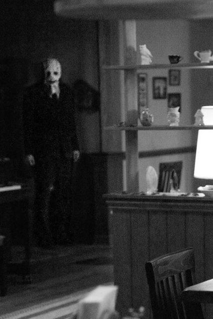 """Một cảnh trong phim kinh dị """"The Strangers"""" (2008)."""
