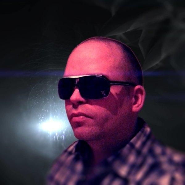 Hitesh Ceon là nhà sản xuất, nhạc sĩ, nghệ sĩ phối khí 41 tuổi có độ ảnh hưởng mạnh mẽ trong nền âm nhạc của Iceland và thế giới. Ông được biết đến nhiều kể từ khi cùng tay trống Kim Ofstad lập thành bộ đôi nhà sản xuất mang tên Element.Cả haiđã sản xuất, sáng tác ca khúc cho hàng loạt ngôi sao như Madcon, CeeLo Green, Musiq Soulchild, Alexandra Burke, Snoop Dogg, Daley, Rick Ross. Họ cũng từng tái sản xuất hai ca khúc của Michael Jackson cho hãng ghi âm Motown. - Tin sao Viet - Tin tuc sao Viet - Scandal sao Viet - Tin tuc cua Sao - Tin cua Sao