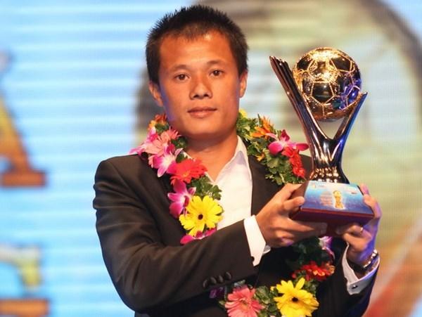 Tiền vệ Phạm Thành Lương giành được Quả bóng vàng Việt Nam 2016. (Ảnh: internet)