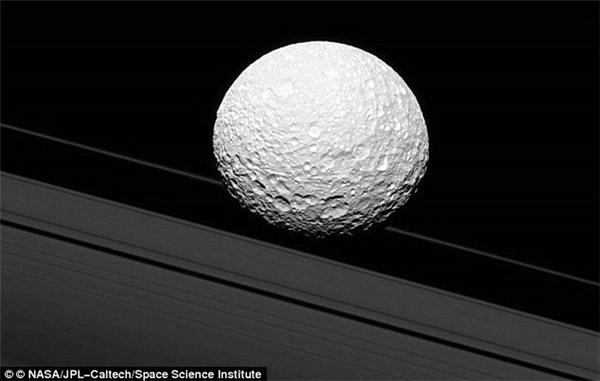 Mặt trăng của sao Thổ. (Ảnh:NASA)