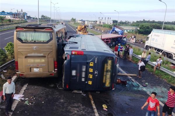 Tai nạn ô tô liên hoàn trên cao tốc Long Thành làm 10 người bị thương