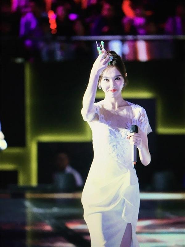 """Thêm cử chỉ cực ngọt mà La Tấn dành cho Đường Yên khiến fan """"gào thét"""""""
