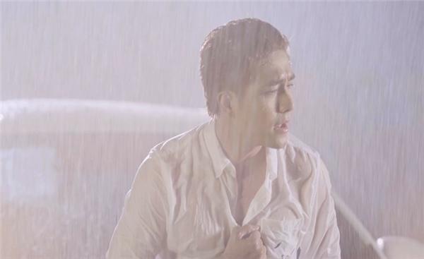 Huy Nam bất ngờ chiêu đãi fan bằng MV ca nhạc mới