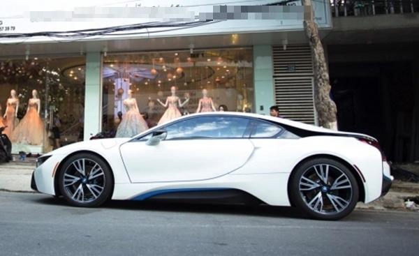 Chiếc siêu xe hơn 7 tỉ đồng mà anh chồng người Đà Nẵng đã mua tặng vợ. (Ảnh: Internet)