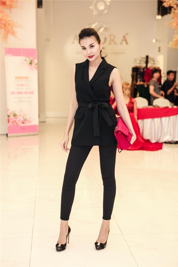 Tham dự sự kiện, Thanh Hằng cùng các người mẫu đã trình diễn lạ BST Tôi yêu Việt Nam, đây cũng là một trong những BST được đánh giá cao nhất tại Tuần lễ thời trang Việt Nam diễn ra vào tháng 11/2016 vừa qua.