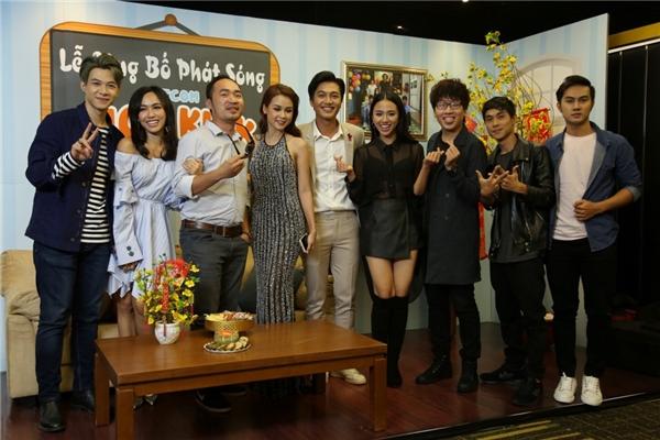 Phim sẽ chính thức lên sóng tập đầu tiên vào lúc 19g50-20g30 từ thứ 2 đến thứ 5 hàng tuần trên kênh HTV7 bắt đầu từ ngày 18/1/2017. - Tin sao Viet - Tin tuc sao Viet - Scandal sao Viet - Tin tuc cua Sao - Tin cua Sao